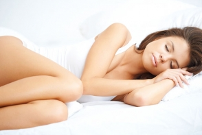 Care este pozitia ta de somn? Afla de ce e bine sa dormi pe partea stanga - FOTO
