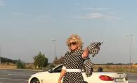 Victoria Lungu, cu pletele-n vant, langa un BMW decapotabil. Cum a fost surprinsa interpreta - FOTO