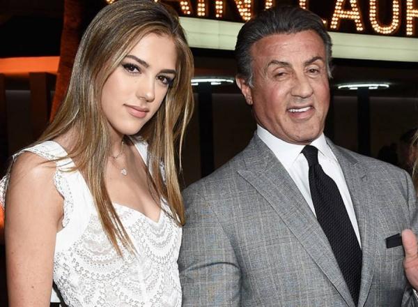 Sistine Stallone, in lenjerie intima pe internet. Cum se pozeaza fiica lui Sylvester Stalone - FOTO