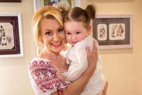 Lorena Bogza, mai fericita ca niciodata! Vezi in ce poze emotionante apare alaturi de fiica ei - FOTO