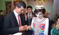 In Tadjikistan, miresele nu au voie sa zambeasca in timpul ceremoniei si nici sa isi priveasca sotul. Fotografiile fac inconjurul lumii