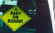 Ai masina? De ce e bine sa ai acest semn lipit de geam, chiar daca nu ai copil