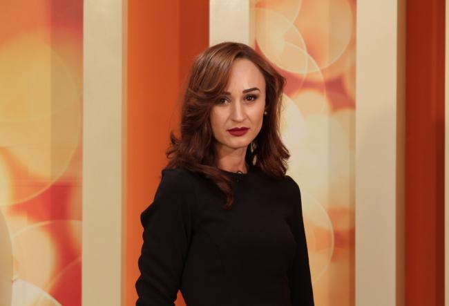 Kate Middleton le-ar purta cu placere! Palariile pe care le creeaza Iuliana Chirosca sunt adevarate opere de arta - VIDEO