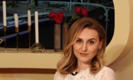 Vloggerita CU SCAUN LA CAP parodiaza nuntile din Moldova: