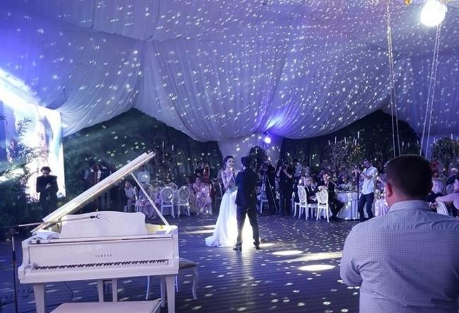 Yuliana si Pasha Parfeni au avut o nunta speciala, iar momentul deosebit al serii a fost duetul lor. Iata detalii despre noua productie a cuplului  - VIDEO