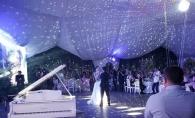 Pasha Parfeni a cantat ¨Imi pare rau¨ chiar la nunta sa. Iuliana, sotia interpretului, nu si-a putut stapani lacrimile - VIDEO