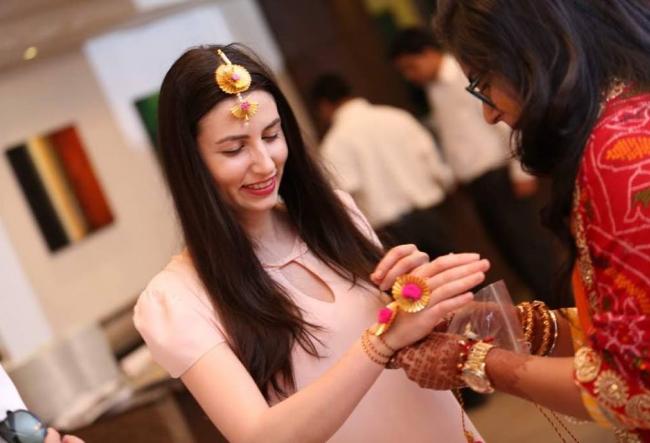 Bloggerita Diana Mocanu a fost la o nunta ca in povesti. Cum arata o rochie de mireasa de 30 de kg, brodata cu fire din aur - VIDEO