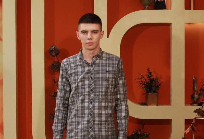 """La doar 16 ani si-a creat propria afacere, acum la 18 ani are un adevarat succes. Iulian Alexa: """"Stiam de mic copil ca vreau sa castig multi bani."""" - VIDEO"""