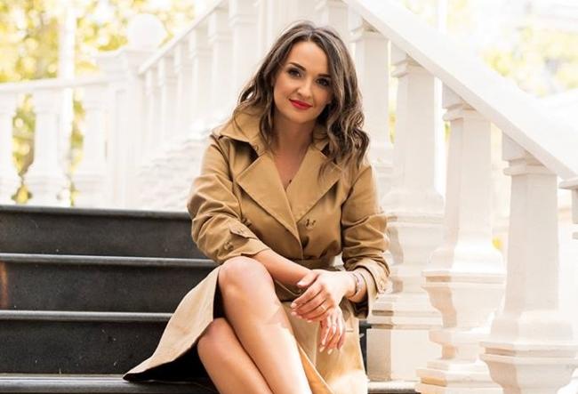 Sorina Obreja, asa cum nu ai mai vazut-o. Jurnalista s-a teleportat pentru cateva ore in Anglia - VIDEO