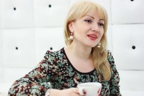 """Adriana Ochisanu: """"Savurez maternitatea si orice clipa petrecuta alaturi de copiii mei."""" Vezi ce spune tanara mamica despre familia sa - FOTO"""