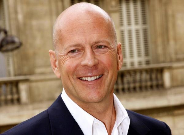 Bruce Willis este de nerecunoscut. Actorul a calcat pe covorul rosu vizibil imbatranit - FOTO