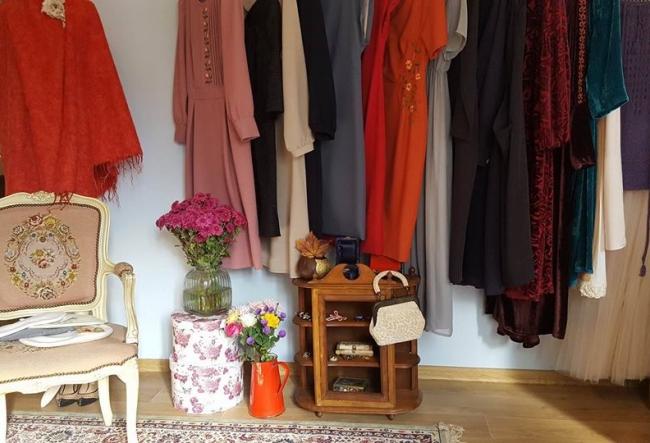 Un targ tomnatic inedit, unde iti poti alege o piesa vestimentara superba, dar si o gustare traditionala. Iata ce frumuseti si gustosenii poti gasi acolo - VIDEO