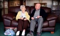 O mama de 98 de ani s-a mutat in azilul de batrani unde sta fiul ei, care are 80 de ani, pentru a-i fi aproape. Si la varsta aceasta, mama il mai dojeneste uneori