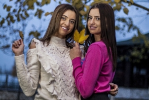 Sandra si Margarita Dodon au deschis usile garderobei. Iata ce piese vestimentare valoroase ascund in dressing - FOTO