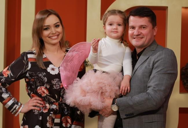 Kornelia si Marcel Stefanet, pentru prima data la televiziune, alaturi de fetita lor. Vezi in premiera cat de frumos a cantat, dar si ce dulce e micuta Alexandra - VIDEO