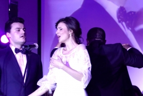 Un colind de exceptie, interpretat de soprana Valentina Nafornita si sotul sau! Iata cum au impresionat publicul cantand