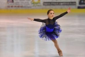 La 9 ani, patineaza ca o adevarata profesionista. Cunoaste-o pe Laura Cernei, fetita care a reusit sa cucereasca publicul francez - VIDEO
