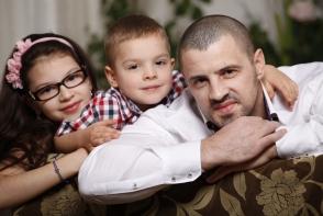 """Pavel Stratan: """"Toata lumea ne intreaba unde e mama copiilor!"""". Iata ce a declarat artistul despre sotia sa - VIDEO"""