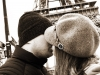 Sarut pasional, sub Turnul Eiffel. Cine e artista de la noi care si-a sarbatorit ziua de nastere in orasul indragostitilor - FOTO