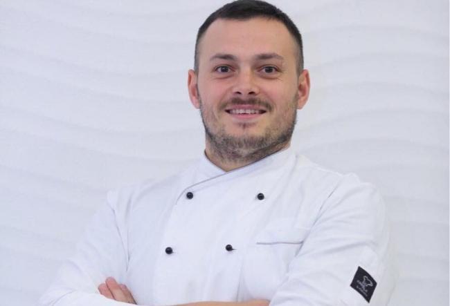 Bucatarul - sef Alexandru Comerzan a transformat bucataria intr-un fum glacial spectaculos si aromat! Vezi ce a pregatit iscusitul chef - VIDEO