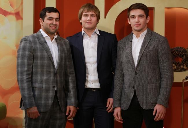 Sase sportivi din lotul Federatiei de Judo din Republica Moldova au reprezentat tara la Grand Slam-ul de la Tokyo. Ce premii au luat, dar si ce au invatat nou, afla de la Dorin Gotonoaga, Eugen Matveciuc si Valeriu Duminica - VIDEO