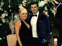 Elena Udrea, tinuta extrem de indrazneata! Vezi cat de sexy s-a afisat la bratul iubitului sau cu 11 ani mai tanar - FOTO