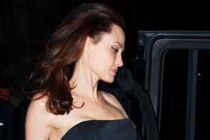 Angelina Jolie este admirata de mii de femei din intreaga lume. Iata cum arata chipul ei de fapt - FOTO