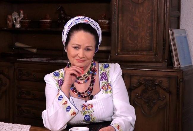 Acasa la Ioana Capraru, in ajun de Craciun! Iata cum isi asteapta copiii si nepotii, dar si ce frumusete ascunde interpreta, in camera muzeu - VIDEO