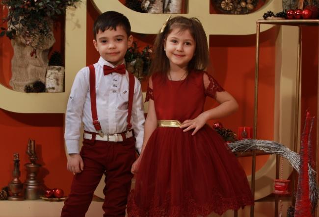 Desi nu au nici 7 ani, el vrea sa devina pilot, ea vrea sa fie balerina, dar in scena sunt adevarati artisti! Riana si Vlad te vor cuceri cu interpretarea lor spectaculoasa - VIDEO