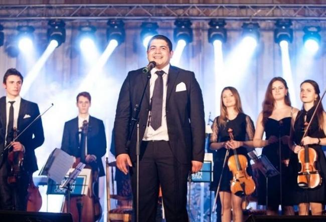"""Un concert de calitate, cu muzica vibranta si voci rasunatoare, a colorat seara de Craciun. Vezi cum a fost la """"Pop Simfonic 4"""" - VIDEO"""