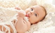 Bebelusi nascuti de Revelion. Ce superstitii exista despre ei