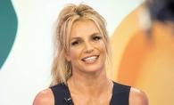 Britney Spears, sexy in costum de baie. A pozat alaturi de baietii sai - FOTO