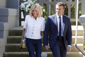 """Brigitte Macron, criticata dur pentru ca a incalcat protocolul. Se comporta ca """"noua Regina a Frantei"""