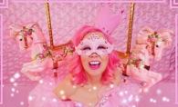 Viata in roz, la propriu. Asa arata femeia care traieste inconjurata exclusiv de aceasta culoare - FOTO