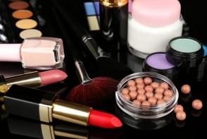 In 2018 scapa de aceste produse de make-up din trusa. Intra in spiritul schimbarii si a reinventarii - FOTO