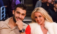S-au logodit de Craciun si au plecat in vacanta! Cum au fost surprinsi Britney Spears si Sam Asghari la plaja - FOTO