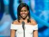 Michelle Obama arata senzational intr-o pereche de pantaloni albi, scurti. Fosta Prima Doamna s-a relaxat la plaja - FOTO