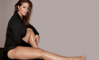 Are aproape 90 kg, dar barbatii sunt topiti dupa formele ei. Ashley Graham, sexy printre vedete la o prezentare de moda - FOTO