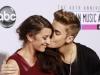 Justin Bieber are o mama extrem de sexy. Este o femeie foarte tanara si faimoasa in Canada - FOTO