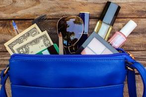 6 lucruri indispensabile din geanta unei femei pe timp de iarna - FOTO