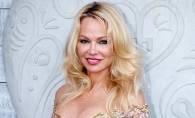 Pamela Anderson, asistenta sexy intr-un show de magie. Iata cum a aparut vedeta Playboy - FOTO