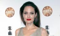 Angelina Jolie, senzationala pe covorul rosu. Actrita a fost insotita de fiicele sale - FOTO