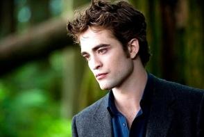 Robert Pattinson, mai sexy, mai extrovertit, mai interesat de experiente noi! Iata cum se antreneaza pe plaja - FOTO