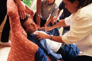 Cum iti dai seama si ce trebuie sa faci cand cineva are un accident vascular? Iata cateva sfaturi importante - FOTO