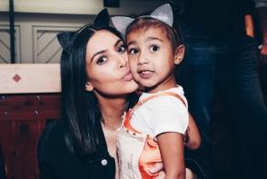A infuriat internautii. Pozele topless ale lui Kim Kardashian sunt facute de fiica ei in varsta de doar 4 ani - FOTO