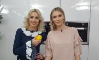 Doua blonde sexy impart aceeasi bucatarie. Silvia Petrov a gafat, iar Olia Tira a salvat-o de la dezastru - VIDEO