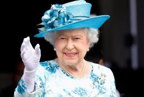 Regina Elisabeta, pentru prima data la un show de moda. Este o postura deosebita pentru Regina Marii Britanii - VIDEO