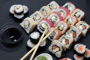 Super oferta de la Mico Catering! Pentru orice comanda din meniul Mico Sushi, primesti o portie de sushi Maki Kani GRATUIT - FOTO
