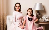 "Fetita Sorinei Obreja o invata pe mama sa cum sa prezinte stirile: ""Deci, mama, uite cum trebuie!"" - VIDEO"