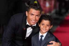 Cristiano Ronaldo isi impune fiul sa se antreneze? Fanii sunt contrariati la vederea fotografiei cu juniorul plin de muschi - FOTO